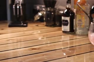 Slik lager du River Tables med glassklar støpeepoxy